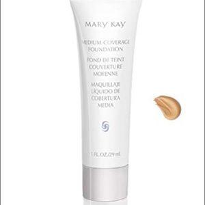 Mary Kay medium coverage Ivory 200 foundation new!